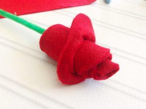 Easy felt roses as easy felt craft ideas