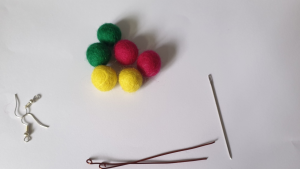 felted earrings which you can make at home