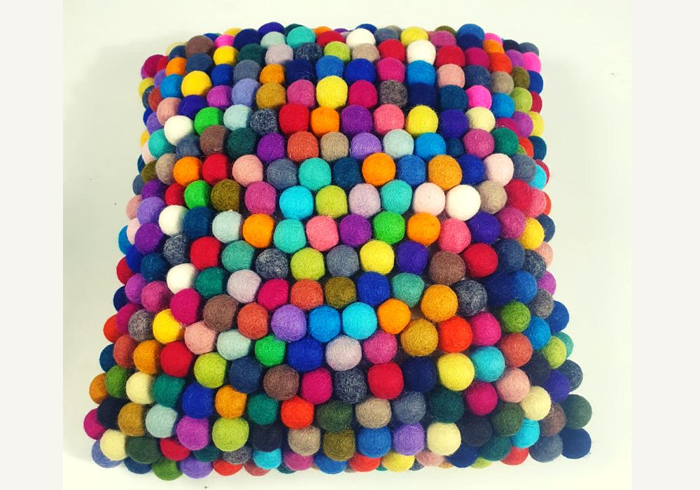Felt balls cushion