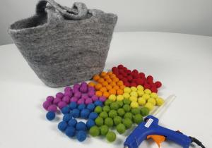 How to make felt balls handbag