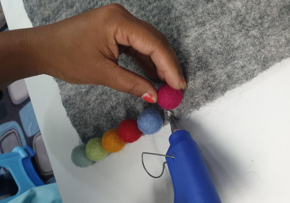 How to make felt balls center panel