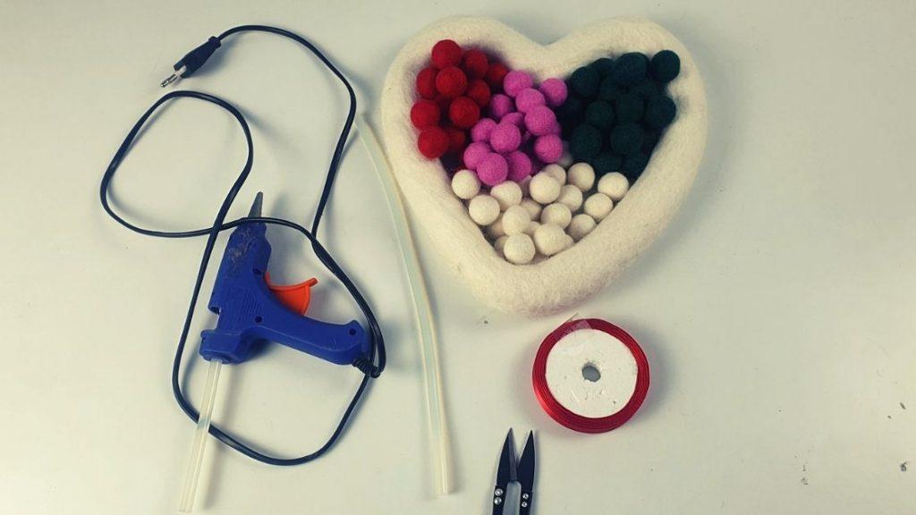 How to make felt balls heart wreath for Christmas