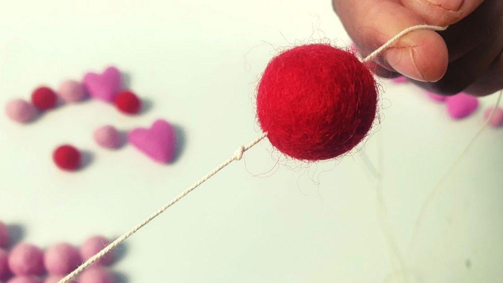 Make felt balls garland for Christmas and valentine